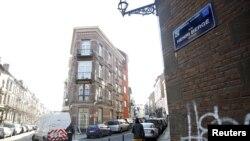 د بلجیم پولیس وايي چې د بروکسل په اپارتمان کې یې د پاریس د یو بریدګر د ګوتو نښې موندلې دي.