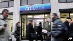 Un vocero de Citigroup Inc. indicó que unos 20 clientes públicos y privados serán afectados por la medida.