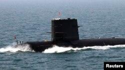 یک زیر دریایی چین