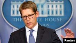 Juru bicara Gedung Putih Jay Carney memberikan penjelasan tentang program 'Twitter Kuba' hari Kamis (3/4).