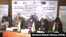 Cconférence régionale sur l'impunité, l'accès à la justice et les droits de l'homme dans le contexte de nouvelles menaces à la paix et à la sécurité en Afrique de l'Ouest et au sahel à Niamey, 12 septembre 2018. (VOA/Abdouk-Razak Idrissa)
