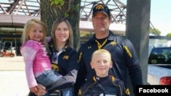 La familia Sharp, de Creston, Iowa: Kevin, Amy, Sterling y Adrianna (en brazos), murieron a mediados de marzo asfixiados con gas propano de un calentador de agua dañado en el condominio que habían rentado para vacacionar en Tulum, México.