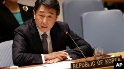 오준 유엔주재 한국대사가 지난 3월 뉴욕 유엔본부에서 열린 안보리 회의에서 새 대북 결의안에대한 한국 정부의 입장을 밝히고 있다.