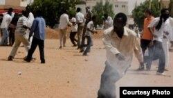 Sudan protester (Alsanosi Ahmed/VOA)