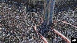 數以萬計示威者要求總統阿薩德下台。