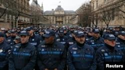 Hommage national rendu aux policiers tués lors des attaques terroristes devant la préfecture de Paris, le 13 janvier 2015.