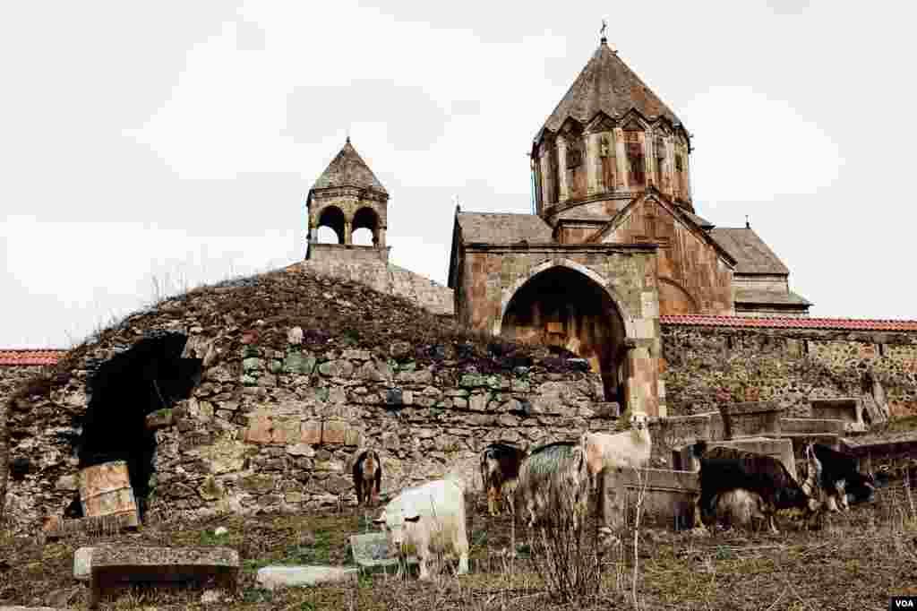 Памятник армянской культуры:действующий монастырь Армянской апостольской церкви, расположен на левом берегу реки Хачен, близ деревни Ванк в Нагорном Карабахе.