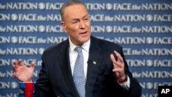 """El senador Chuck Schumer dijo en el programa Face the Nation que todavía no está lista la propuesta de reforma migratoria, pero """"viene en camino""""."""