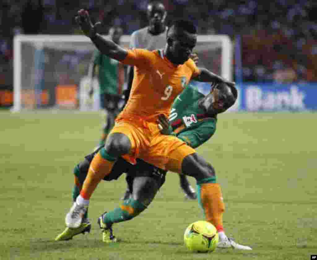 Ivory Coast's Cheikh Ismael Tiote (C) challenges Felix Katongo of Zambia during their African Nations Cup final soccer match at the Stade De L'Amitie Stadium in Gabon's capital Libreville February 12, 2012.