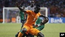 Le joueur ivoirien Cheikh Ismaël Tiote pendant la CAN, dans le Stade de l'Amitié au Gabon. Le 12 fevrier 2012.