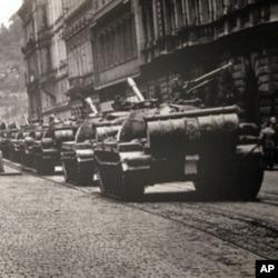 布拉格街頭的蘇軍坦克
