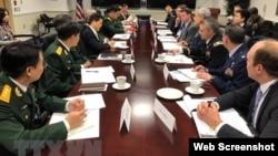 Hoa Kỳ và Việt Nam vừa tổ chức Đối thoại chính sách quốc phòng 2019 tại thủ đô Washington DC, với sự đồng chủ trì của ông Randall Shriver, Trợ lý Bộ trưởng Quốc phòng Hoa Kỳ phụ trách khu vực Nam và Đông Nam Á, và Thứ trưởng Bộ Quốc phòng Việt Nam Nguyễn Chí Vịnh. Photo by TTXVN.