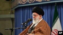 İran'ın dini lideri Ayetullah Ali Hamaney, Trump'ın imzaladığı başkanlık kararnamesiyle ABD yaptırımlarının hedefi olmuştu