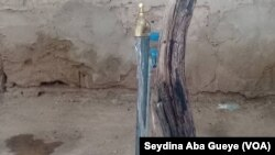 A Coki, la qualité de l'eau ne rassure pas les populations, 28 août 2019. (VOA/Seydina Aba Gueye)