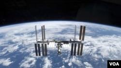 Rusia memutuskan untuk menunda penarikan krew lama dan pengiriman krew baru ke stasiun antariksa internasional.
