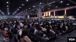 一万藏人出席庆祝达赖喇嘛生日活动 (美国之音赵江拍摄 )