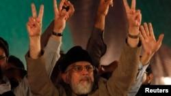 عوامی تحریک کے سربراہ طاہر القادری بھی بدھ کو سپریم کورٹ میں پیش ہوئے اور عدالت کو واقعے کی تفصیلات سے آگاہ کیا۔ (فائل فوٹو)
