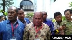 Gubernur Papua Lukas Enembe di Komples Istana Kepresidenan, Kamis 25 Januari 2018. (Foto:VOA/ Andylala)