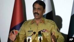 Juru bicara angkatan darat Pakistan, Mayor Jenderal Asif Ghafoor, membantah tuduhan AS. (Foto: dok)