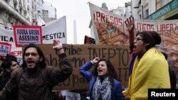 Agrupaciones de izquierda y residentes colombianos rechazaron la visita del expresidente Álvaro Uribe Vélez.