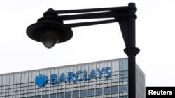 位於倫敦地區的英國巴克萊銀行大樓外的監控攝像頭。(2015年5月19日)