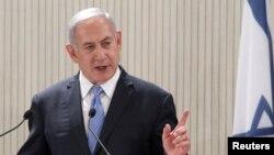 باوجودیکه حدود ۱۰۰ فلسطینی توسط قوای اسرائیلی کشته شده، بنیامین نتانیاهو، صدراعظم اسرائیل، گروه حماس را مسوول کشتار ها می داند