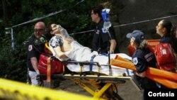 El herido sufrió lesiones en una pierna, y tras ello fue trasladado inmediatamente a un hospital por equipos de emergencia.