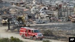 Autos y casas móviles han sido destruidos por el fuego en California.
