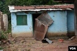 Homes belonging to Muslims were destroyed by the anti-balaka militia, Bangui, CAR, Oct. 2, 2014. (Katarina Hoije/VOA)