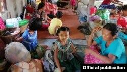 တိုက္ပြဲေၾကာင့္ ထြက္ေျပးေနရတဲ့ ဒုကၡသည္မ်ား (Photos from Rakhine Ethnics Congress)