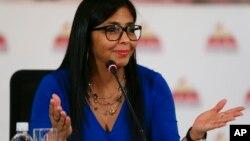 La medida contra los opositores fue tomada por unanimidad, como lo han venido haciendo hasta ahoralos 545 chavistas que forman la Constituyente presidida por Delcy Rodríguez.