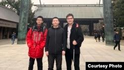 案發前,顧楊陽(左)、牛騰宇(中)、肖彥銳在日本合影(肖彥銳提供圖片)