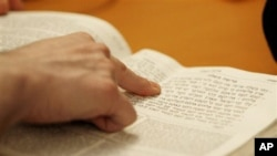 Survey Shows Americans' Knowledge of Religion Uneven