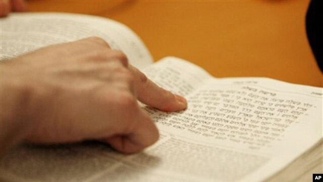 Survey Shows Americans' Knowledge of Religion Uneven