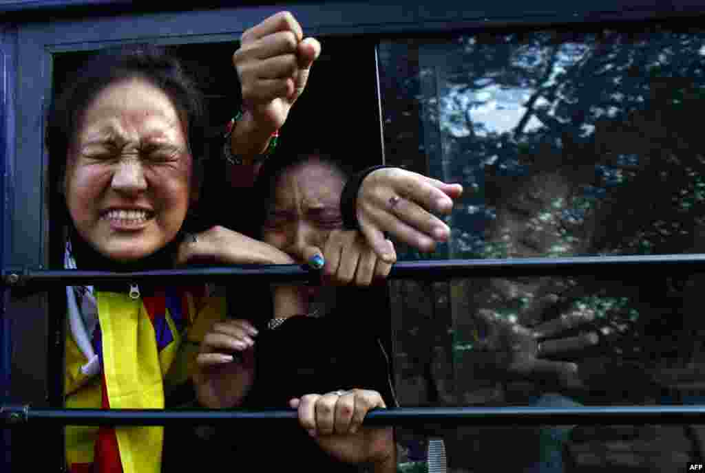 Tibetan exiles shout slogans from a police van after being detained during a protest outside the venue where Chinese Premier Wen Jiabao is addressing a gathering on India-China relations, in New Delhi December 16. REUTERS/Adnan Abidi