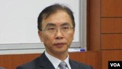 中央警察大学公共安全学系副教授 董立文(美国之音 张永泰拍摄)