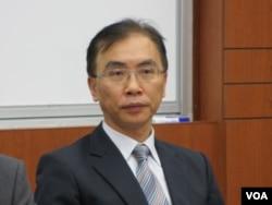 中央警察大學公共安全學系副教授 董立文(美國之音 張永泰拍攝)