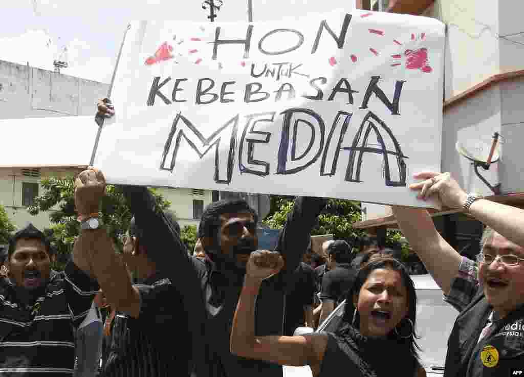 Members of the press hold placards during a rally to mark World Press Freedom Day in Kuala Lumpur, Malaysia, May 3, 2012.