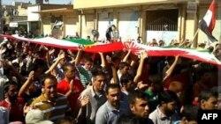 Những người biểu tình phản đối Tổng thống Syria Bashar al-Assad tuần hành qua các đường phố sau buổi cầu nguyện ngày thứ Sáu ở Amude, 7/10/2011