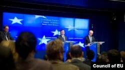 Predsednici Evropskog saveta i Evropske komisije, Herman van Rompuj i Žoze Manuel Barozo na konferenciji za novinare u Briselu