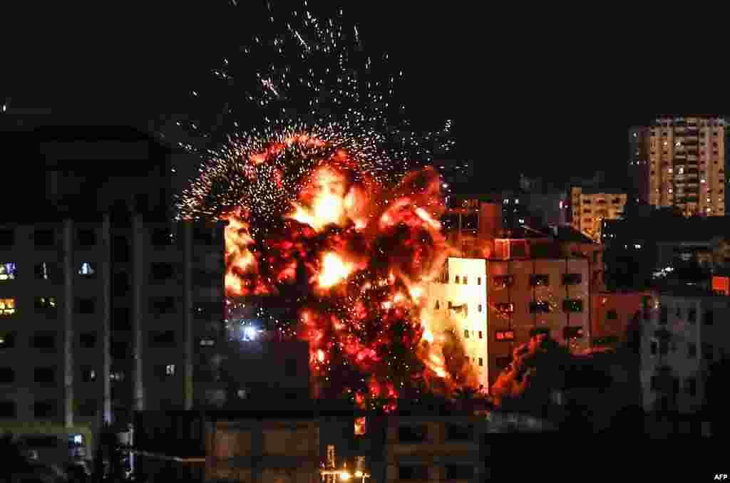 İsrailin hərbi təyyarələri Qəzza şəhərini bombalayır