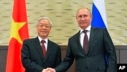Tổng Bí thư Nguyễn Phú Trọng và Tổng thống Nga Vladimir Putin.