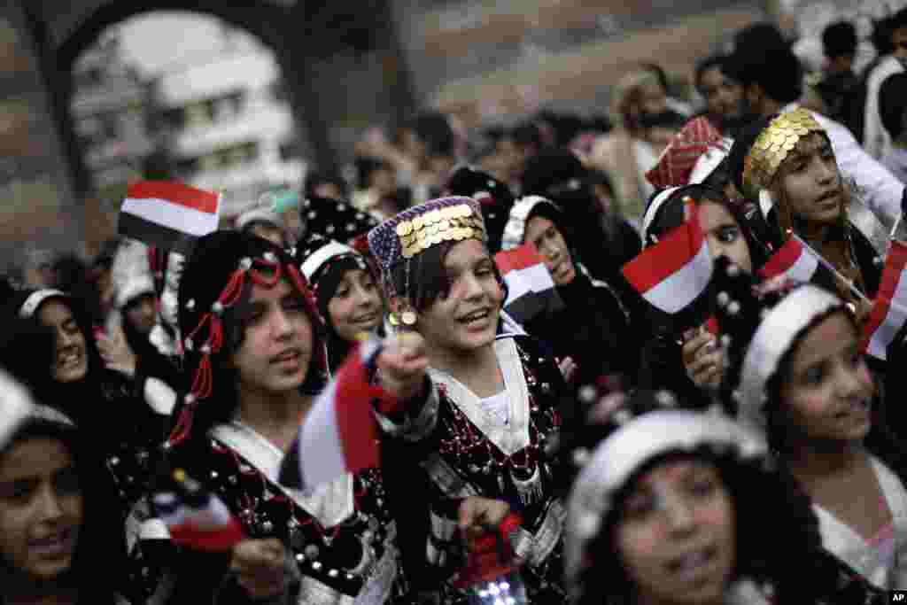 Yemeni girls wearing traditional costumes attend a festival to welcome the month of Ramadan in the old city of Sanaa, Yemen, July 8, 2013.