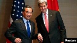 Los jefes de la diplomacia estadounidense y china se reúnen para discutir la militarización del Mar de la China Meridional y la amenaza norcoreana.