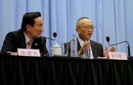 Keiji Fukuda, Assistant Director-General for Health Security and Environment of World Health Organization (WHO), right, answers questions during Shanghai press conference, April 22, 2013.