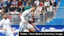 Cristiano Ronaldo signe son deuxième but, de la tête, lors du match de la Liga contre Eibar à Ipurua, 10 mars 2018. (Twitter/Real Madrid)