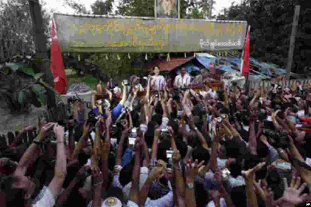 昂山素季得自由 缅甸内外祝贺声