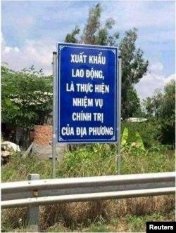Một tấm biển tuyên truyền cho chương trình xuất khẩu lao động của Việt Nam.