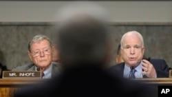 Thượng Nghị sĩ John McCain trong phiên điều trần về chức Bộ trưởng Quốc phòng của ông Chuck Hagel tại Điện Capitol ngày 31/1/2013.