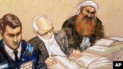 Sketsa gambar tertuduh otak serangan 11 September 2001, Khalid Sheikh Mohammed (kanan) saat hadir dalam pembacaan tuduhan di Guantanamo 12 Februari tahun 2013 (foto: dok).